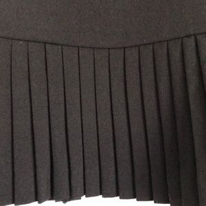 Briggs New York Skirts - Pleated black skirt